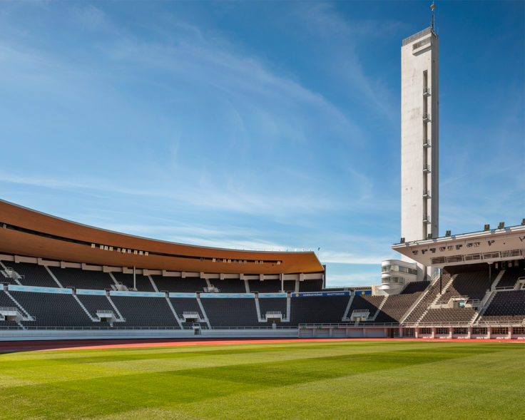 Olympiastadionin vihreä nurmikenttä on kotimainen GreenCare nurmikko.