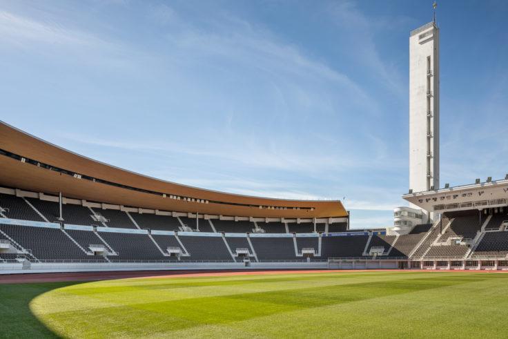 Olympiastadionin nurmi: katsomo, nurmi ja torni